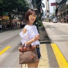街拍示范  她的包HERBAG 爱马仕帆布包