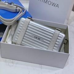 银色dior rimowa联名款盒子包 小旅行箱