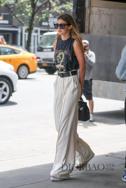 欧美街拍 西装宽裤也能在夏季穿出时尚