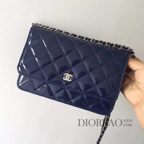 夏季最美搭配的香奈儿发财包,款式大全,蓝色水晶漆皮闪闪发亮,菱格纹缝线图案,优雅的woc chanel链条包。