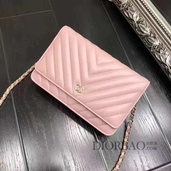 夏季最美搭配的香奈儿发财包,款式大全,枣粉色羊皮,时尚V斜纹锋线图案,优雅的woc chanel链条包。