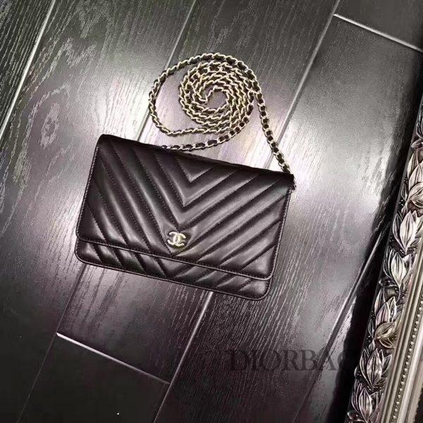 香奈儿发财包款式大全,黑色羊皮 时尚V斜纹缝线图案,优雅迷人的woc chanel链条包
