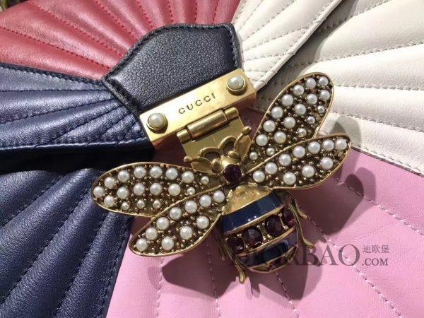 款式欣赏 Gucci Queen Margaret 玛格丽特皇后系列双肩包,镶嵌珍珠的古铜金属蜜蜂扣