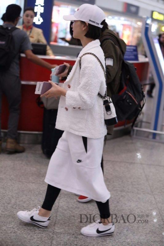 香奈儿流浪包怎么搭配才好看?明星都喜欢,能背好这款包的有几位?