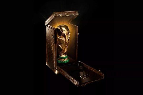 2010年 LV x FIFA 大力神杯展示箱