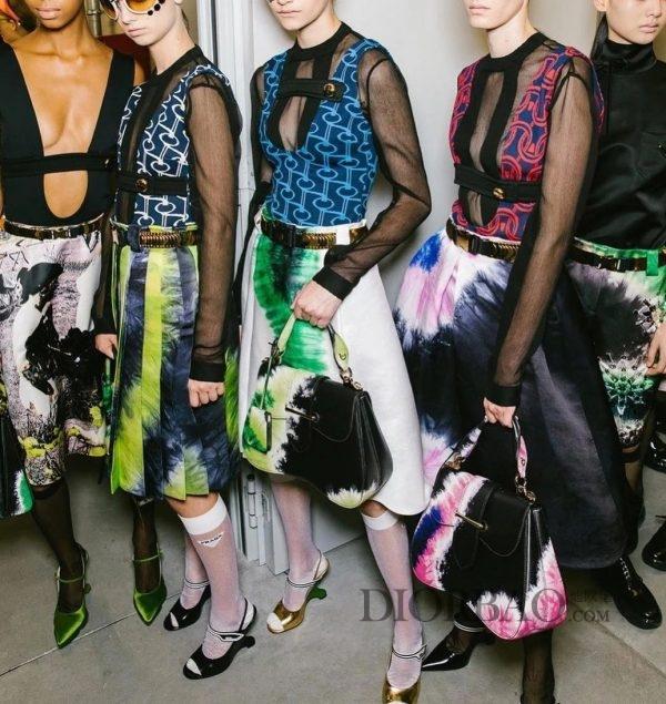 va超模街拍最爱prada 最爱比较流行哪些时髦包包